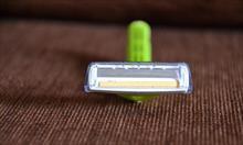 Jak zrobić z jednorazówki do golenia maszynkę wielokrotnego użytku?