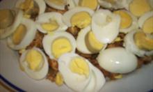 jajka pokrojone na mięso