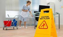 Przypadkowa osoba, czy profesjonalna firma sprzątająca? Co wybrać?