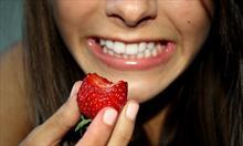 Czy truskawki rzeczywiście wybielają zęby?