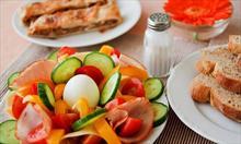 Mit : Jeśli zrezygnuję ze śniadania, to zrzucę zbędne kilogramy.