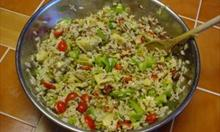 Jak zrobić sałatkę ryżową z  warzywami?