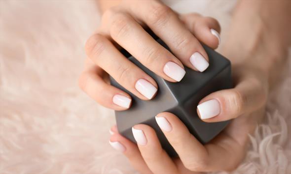 Manicure hybrydowy łatwo zrobisz sama!