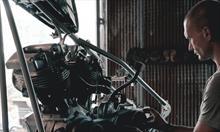 Jak wygląda proces produkcji elementów z tworzyw sztucznych dla branży samochodowej?