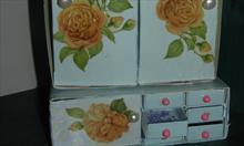 Jak zrobić komódkę na przydasie z pudełek po zapałkach i herbacie?