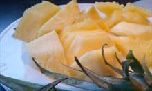 Jak prawidłowo pokroić ananasa?