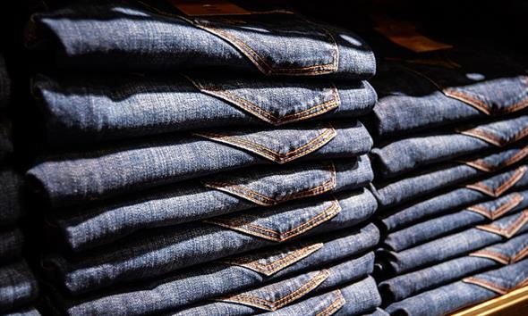 Jakie jeansy męskie wybrać, by zawsze wyglądać modnie?