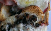 Prosty przepis na pyszne tosty z pastą pieczarkową