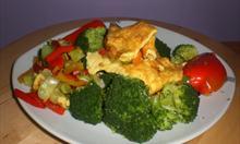 Brokuły gotowane, grillowana papryka,placek jajeczny.Fot. mojego autorstwa.