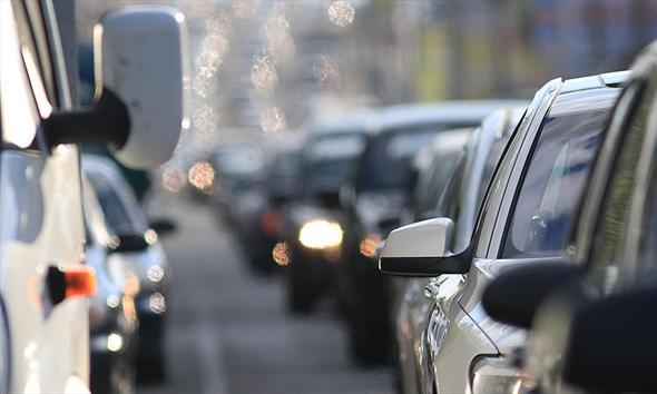 Korki, objazdy, spóźnienia. Jak zadbać o o zdrowie swoje i auta?