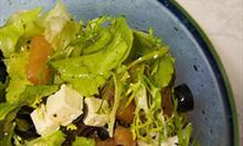 Jak zrobić sałatkę z sosem miodowym?