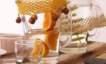 Pij dużo płynów, niegazowaną wodę z cytryną