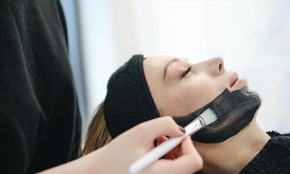 Jak dbać o skórę? Kilka wskazówek, które zmienią Twoją pielęgnację