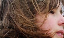 5. Klasyczne lato w brązowych włosach. (Fot. VintageRos )