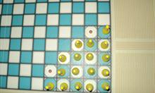Sposób ustawiania pionków w grze dla dwojga.